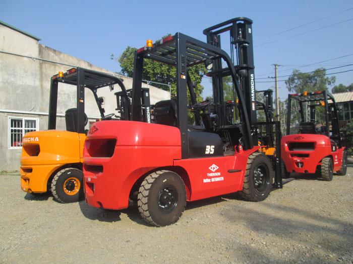 Xe nâng 3.5 tấn giá rẻ tại kho bãi của Thiên Sơn