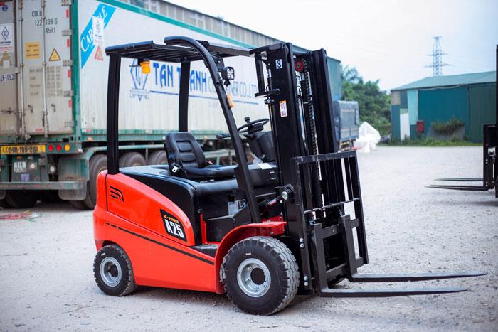 Xe nâng chạy điện 2.5 tấn HangCha dòng A tại kho hàng Thiên Sơn