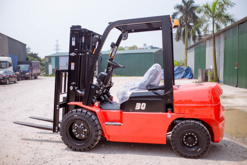 Xe nâng dầu 3 tấn | Bán xe nâng chạy dầu diesel 3 tấn giá rẻ
