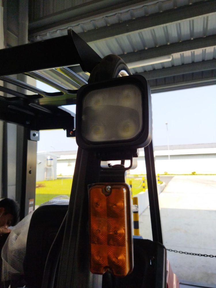 Đèn chiếu sáng và đèn tín hiệu của xe nâng điện 2 tấn dòng AE