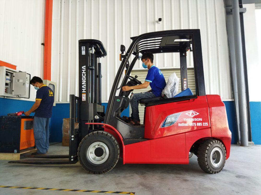 Xe nâng điện 2.5 tấn HangCha dòng AE tại nhà máy của khách hàng