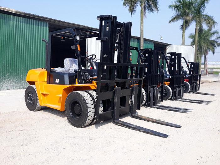 Xe nâng 5 tấn HangCha tại kho Thiên Sơn