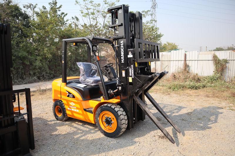 Xe nâng 3 tấn chạy dầu Hangcha càng gật gù