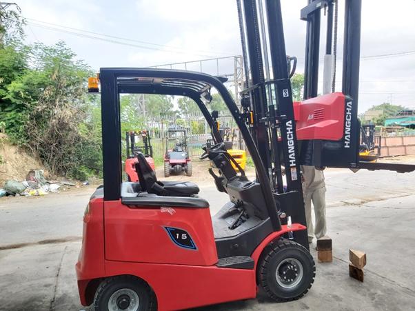 Xe nâng điện 1.5 tấn HangCha CPD15 AEY2 tại kho dịch vụ của Thiên Sơn