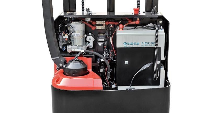 Motor điện và bình ắc quy của xe nâng tay điện thấp