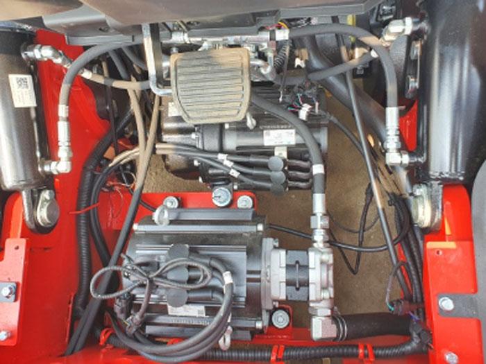 Hệ thống motor đặt dưới capo xe nâng điện 2 tấn HangCha
