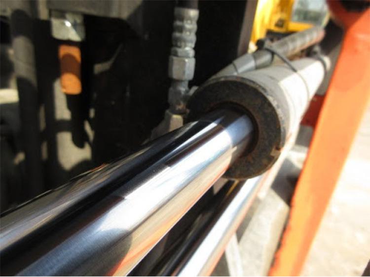 Ti thuỷ lực trên xe nâng dầu diesel 3 tấn HangCha