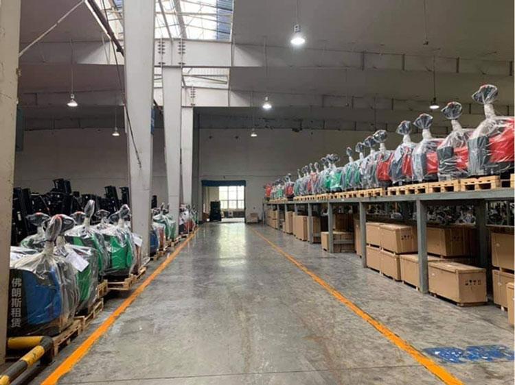 Kho xe nâng điện mini Hangcha do Thiên Sơn nhập khẩu
