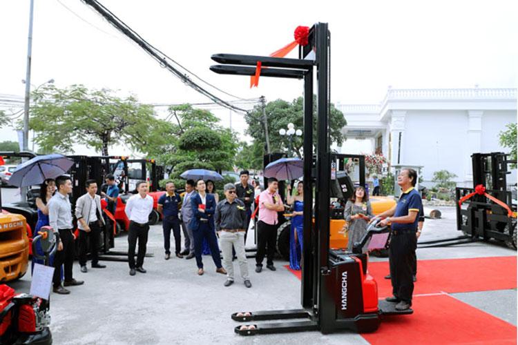 Giới thiệu xe nâng tay điện cao Pallet Stacker HangCha tại hội nghị khách hàng Thiên Sơn